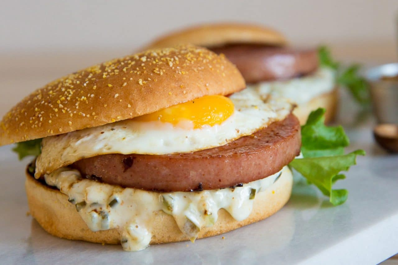 Parisare med ägg och gurkmajonnäs